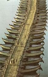 ΓΕΦΥΡΑ. Παρόμοια γέφυρα κατασκεύασαν οι μηχανικοί του Μ. Αλεξάνδρου στον Ινδό ποταμό, για να περάσει ο στρατός στην απέναντι όχθη.